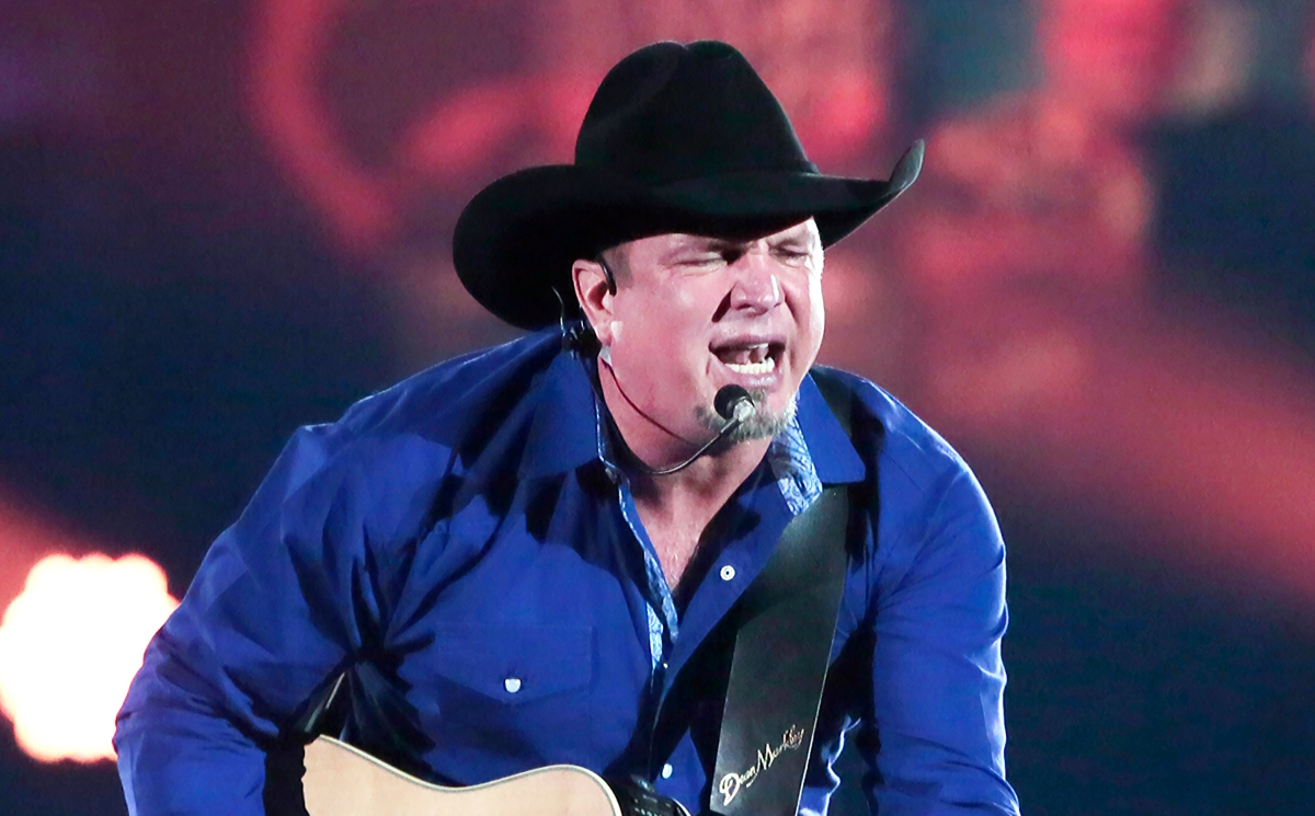 After all these years, Garth has still got it